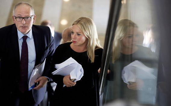 Frans Timmermans en Jeanine Hennis Plasschaert op weg naar de vergadering over Syrië.