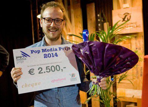 Atze de Vrieze, muziekjournalist bij 3voor12, het alternatieve platform van de VPRO, wint de Pop Media Prijs 2015.