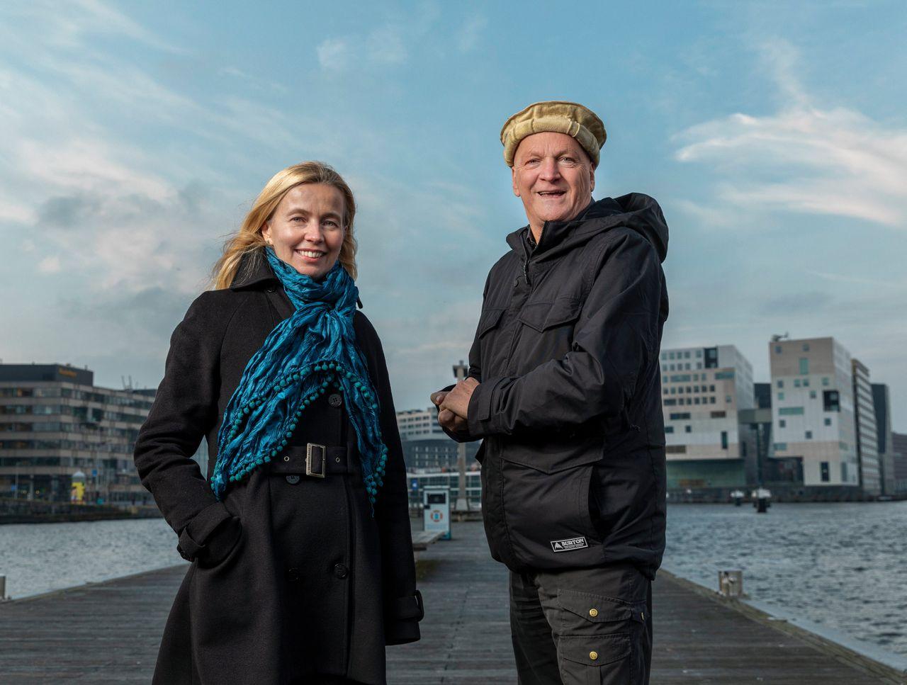 Ybeltje Berckmoes (l) en Arnold Karskens, twee van de initiatiefnemers van Ongehoord Nederland.