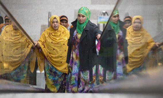 Uitgeprocedeerde vluchtelingen uit de vluchtkerk in Amsterdam demonstreren in de Tweede Kamer.