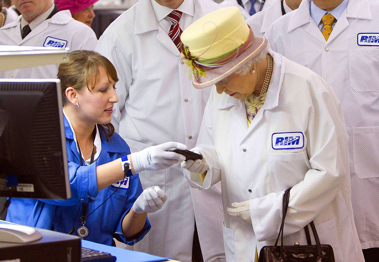 Britain's Queen Elizabeth II tours Research in Motion, maker of the handheld Blackberry device, in Kitchener, Ontario July 5, 2010. AFP PHOTO/POOL//Fred Thornhill
