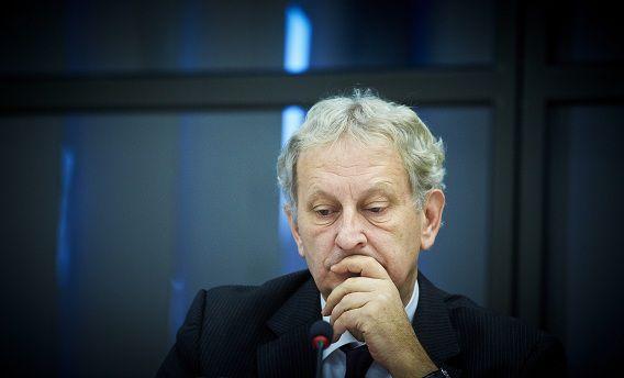Burgemeester van Amsterdam Eberhard van der Laan geeft de asielzoekers van de 'Vluchtschans' een ultimatum nu ze zijn voorstel hebben afgewezen.