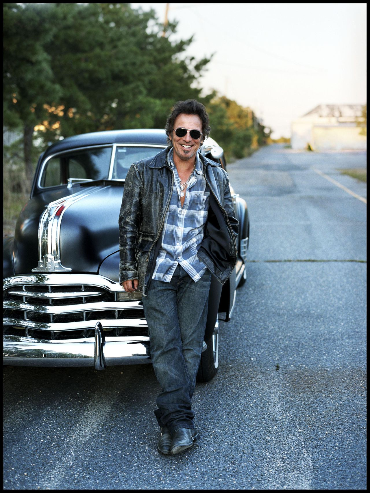 "Bruce Springsteen Foto Bloomberg News An undated handout photo, provided to the media on Monday, Jan. 26, 2009, shows musician Bruce Springsteen. "" Working on a Dream"" by Bruce Springsteen and the E Street Band is released today on Columbia Records, priced at about $18.98. Source: Shorefire Media via Bloomberg News EDITOR'S NOTE: NO SALES"