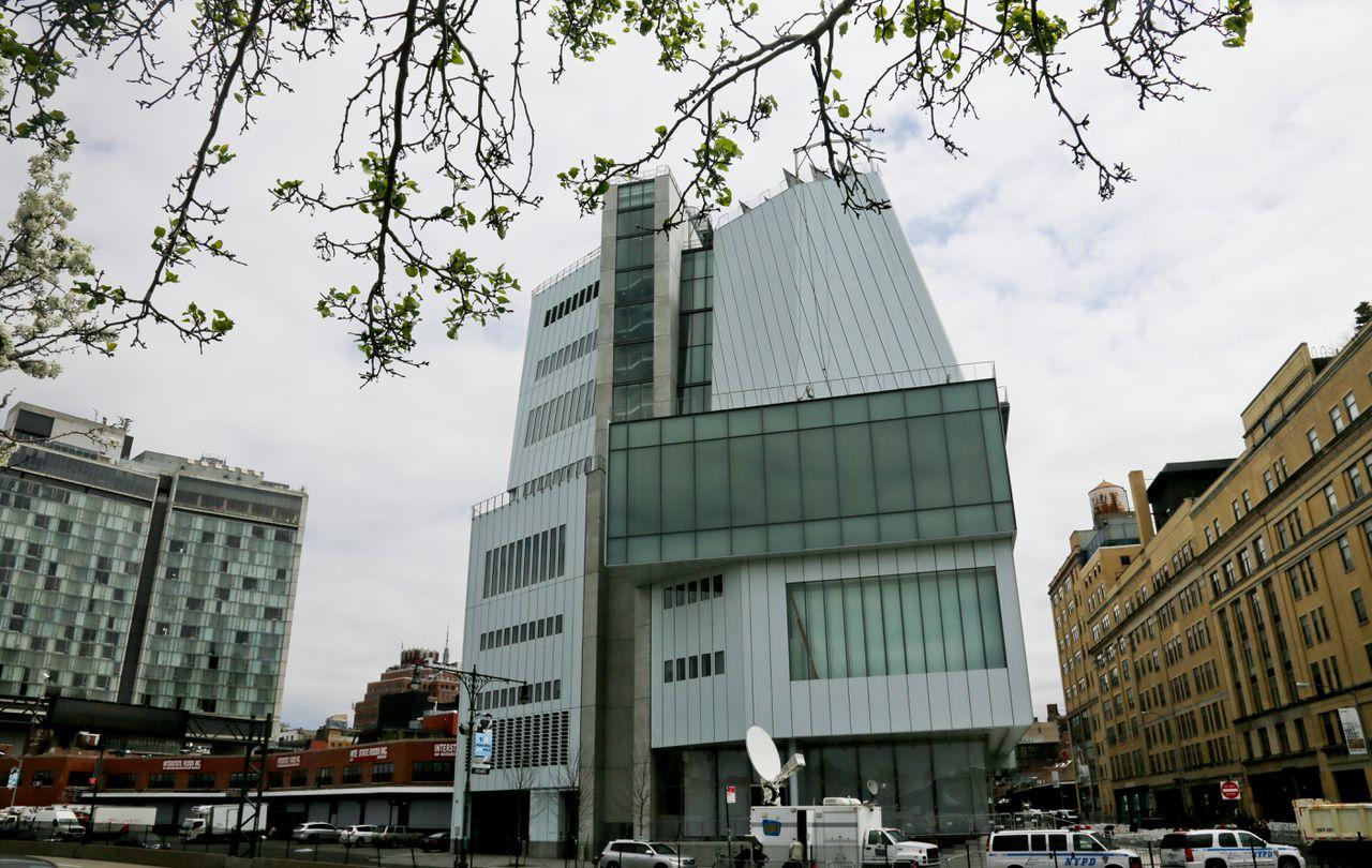 De gevel van het Whitney Museum in New York: elke twee jaar programmeert het museum een biënnale met actuele Amerikaanse kunst.