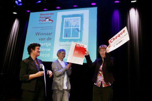 De uitreiking van de Woutertje Pieterse Prijs in 2010. Toen won Carli Biessels. De uitreiking van dit jaar loopt gevaar vanwege geldgebrek.