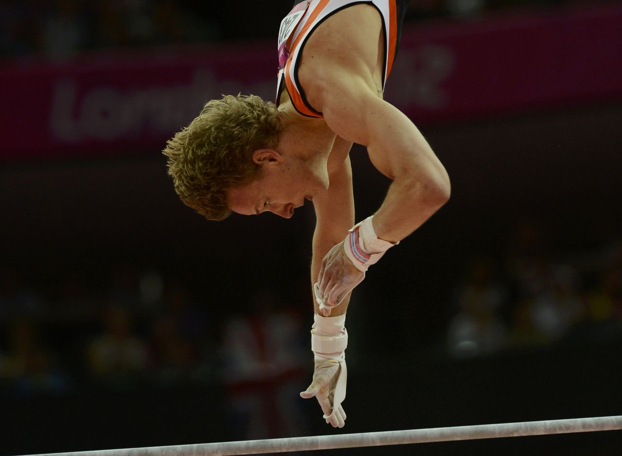 Epke Zonderland of Netherlands competes in the horizontal bar at the men's gymnastics qualification in the North Greenwich Arena during the London 2012 Olympic Games July 28, 2012. REUTERS/Dylan Martinez (BRITAIN - Tags: SPORT GYMNASTICS OLYMPICS)