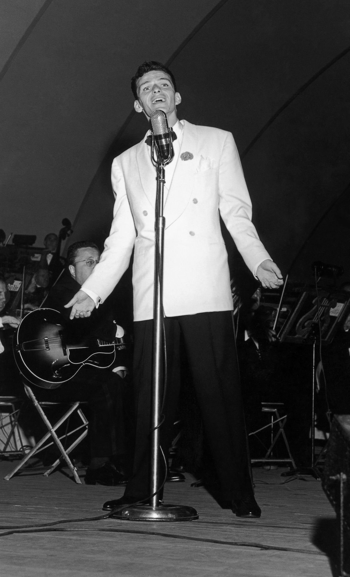 Frank Sinatra's debut at the Hollywood Bowl, 1943. Photo: Music Center Archives, Otto Rothschild Collection.