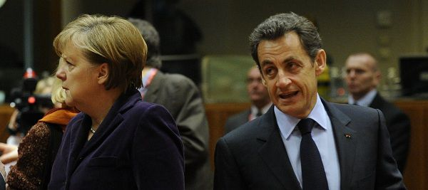 Merkel en Sarkozy arriveren op de EU-top in Brussel.