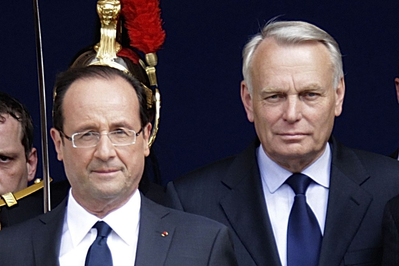 France's new President Francois Hollande (L) and newly-named French Prime Minister Jean-Marc Ayrault leave after a traditional ceremony at Paris city hall on the day of Hollande's investiture in Paris May 15, 2012. REUTERS/Pascal Rossignol (FRANCE - Tags: POLITICS)