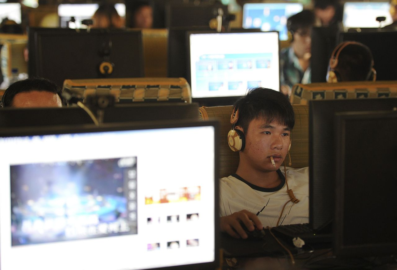 A man smokes as he uses a computer at an internet cafe in Hefei, Anhui province, September 15, 2011. A stream of warnings in state media has exposed how nervous Beijing is about the booming microblogs and their potential to tear at the seams of party censorship and controls. Despite the jitters, Beijing is extremely unlikely to close microblogs, and is instead exploring ways to tame the medium so it remains a useful forum for monitoring opinion, but stays within the ultimate grip of authorities. Picture taken September 15, 2011. To match analysis CHINA-INTERNET/ REUTERS/Stringer (CHINA - Tags: POLITICS SCIENCE TECHNOLOGY) CHINA OUT. NO COMMERCIAL OR EDITORIAL SALES IN CHINA