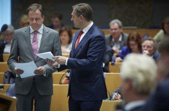 D66-voorman Alexander Pechtold (links) en CDA-leider Sybrand van Haersma Buma tijdens het plenaire debat over het sociaal akkoord afgelopen april.