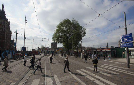 Het Stationsplein van Amsterdam tijdens de staking van het GVB in juni dit jaar. Foto NRC / Maurice Boyer