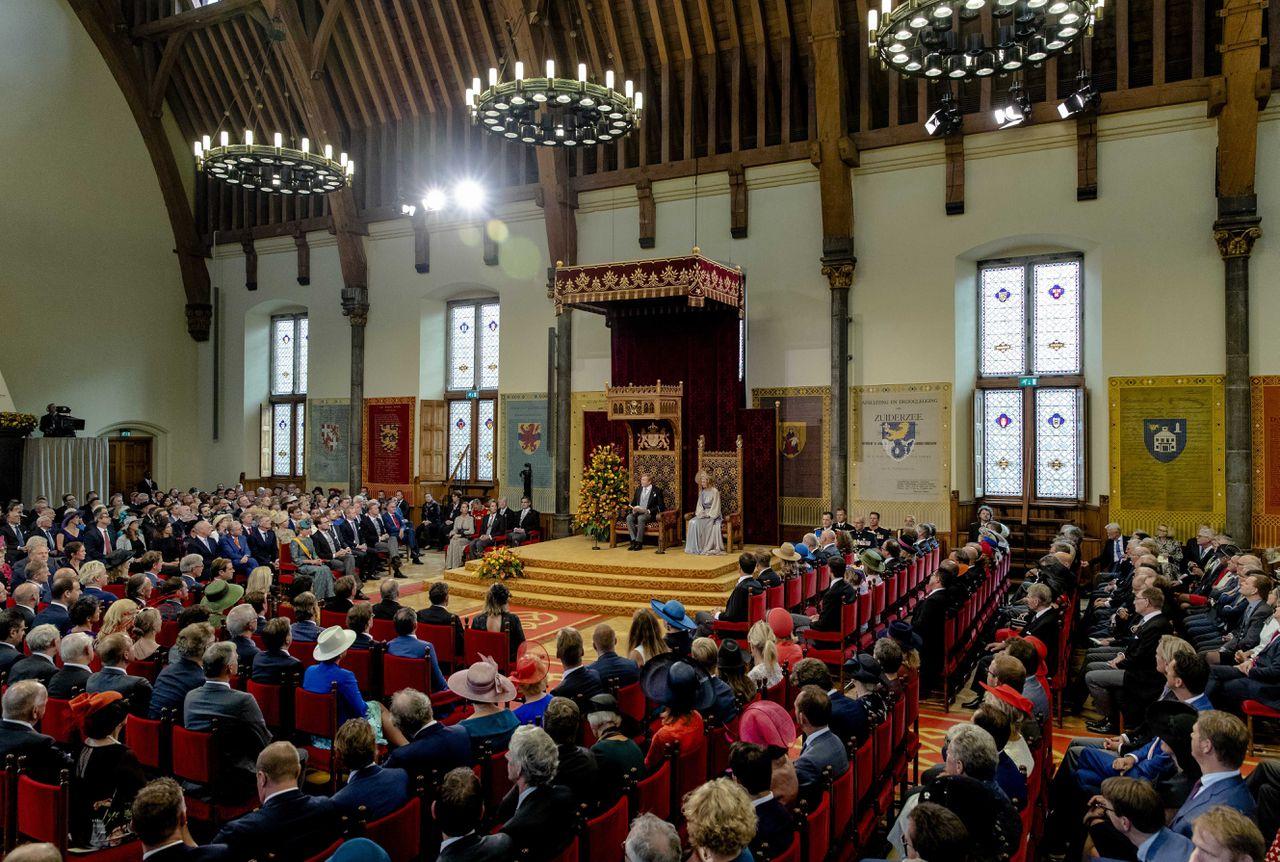 Koning Willem-Alexander leest de troonrede voor op Prinsjesdag aan leden van de Eerste en Tweede Kamer in de Ridderzaal.