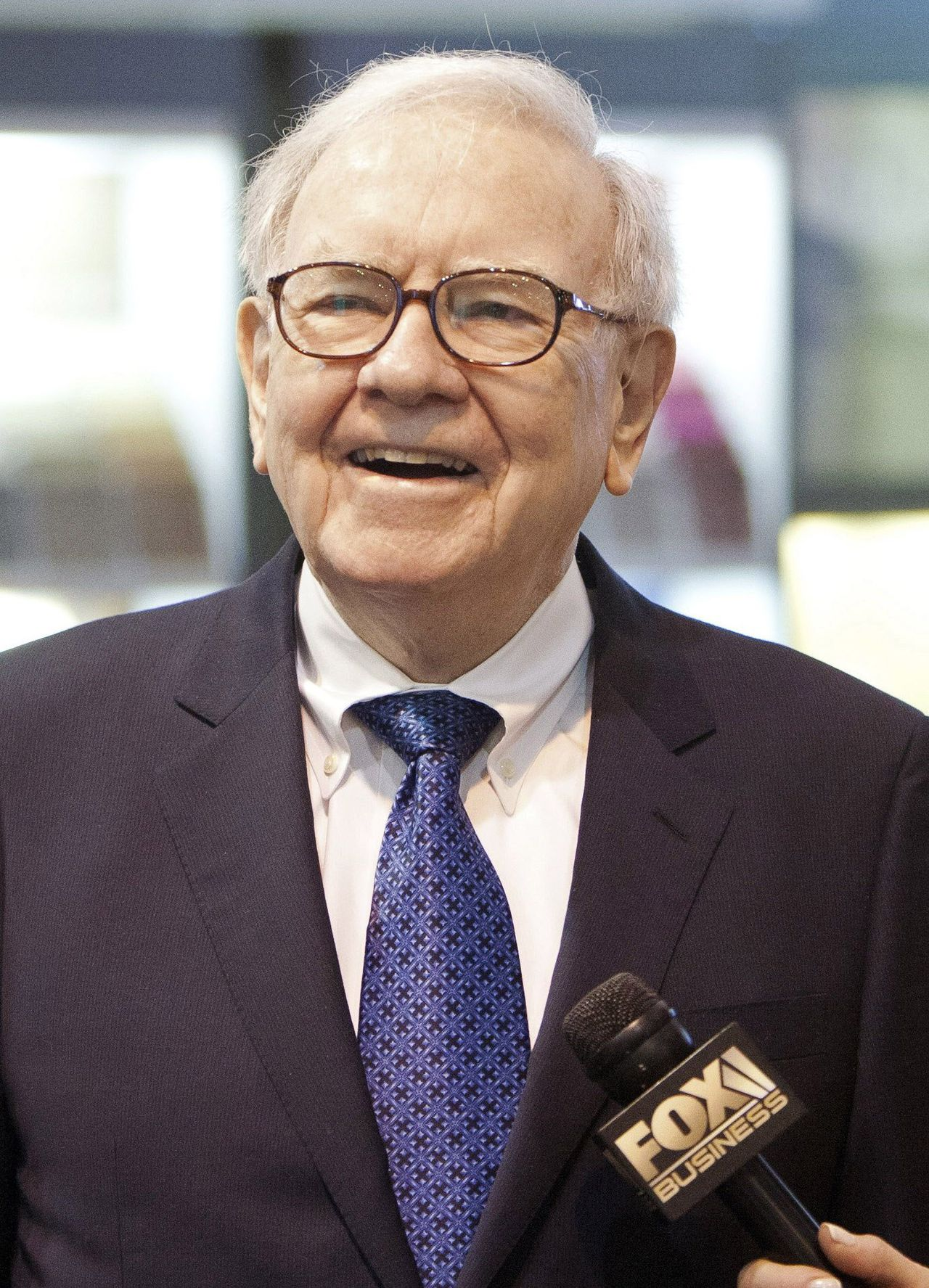 Warren Buffett tours the trade show floor during the Berkshire Hathaway Annual shareholders meeting in Omaha, in this May 5, 2012 file photo. Buffett's conglomerate Berkshire Hathaway Inc reported a larger profit for the third quarter November 2, 2012, as strength in the railroad and utility businesses, as well as investment gains, offset weaker results in the insurance units. REUTERS/Lane Hickenbottom/Files (UNITED STATES - Tags: BUSINESS)