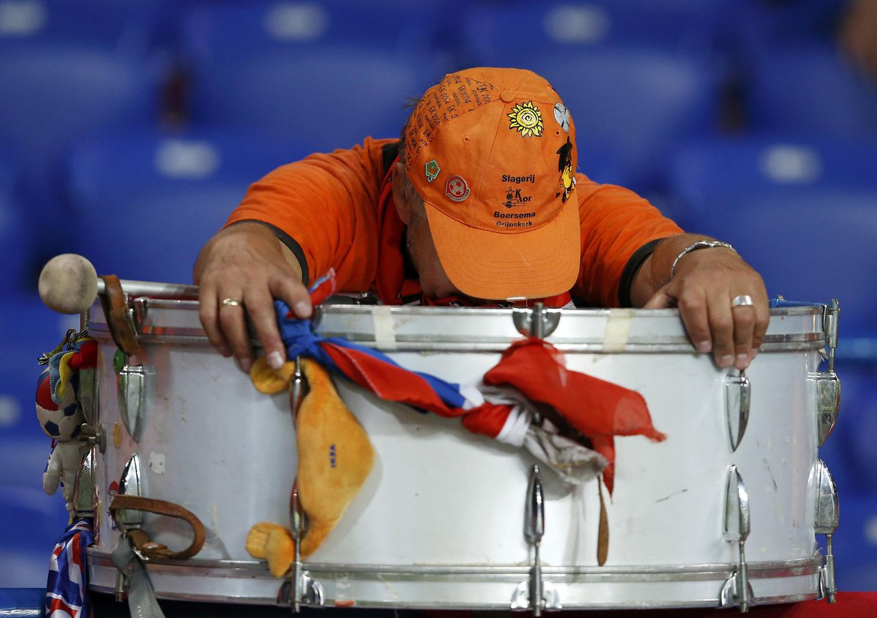 A Netherlands' fan reacts at the end of their Group B Euro 2012 soccer match against Germany at the Metalist stadium in Kharkiv June 13, 2012. REUTERS/Alessandro Bianchi (UKRAINE - Tags: SPORT SOCCER)