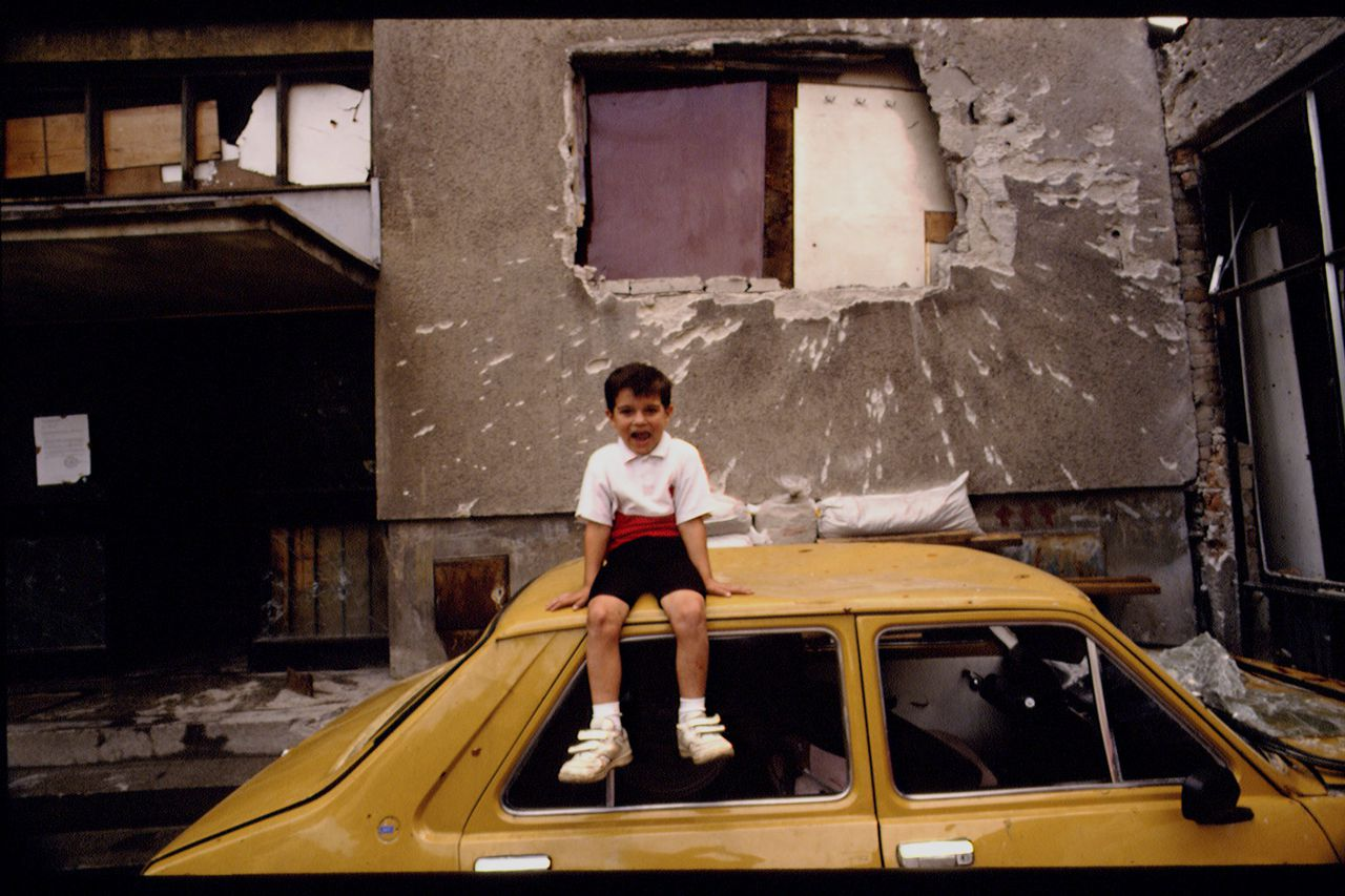 04 Jul 1992, Sarajevo, Bosnia and Herzegovina --- Daily life during the Civil War in Sarajevo --- Image by © Antoine Gyori/Sygma/Corbis