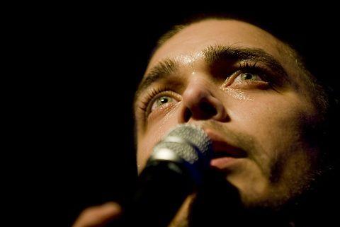 De Nederlandse soulzanger Waylon, die onlangs een contract tekende bij Motown, presenteert zich op het Noorderslag festival 2010 in de Oosterpoort te Groningen aan het grote publiek. Foto: Andreas Terlaak