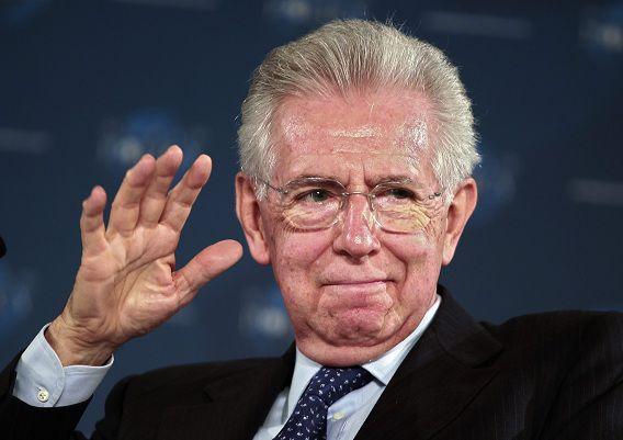 Premier Mario Monti op de Wereld Politiek Conferentie in Cannes gisteren. Hij maakte gisteren bekend te willen aftreden omdat hij niet genoeg steun meer heeft in het parlement.