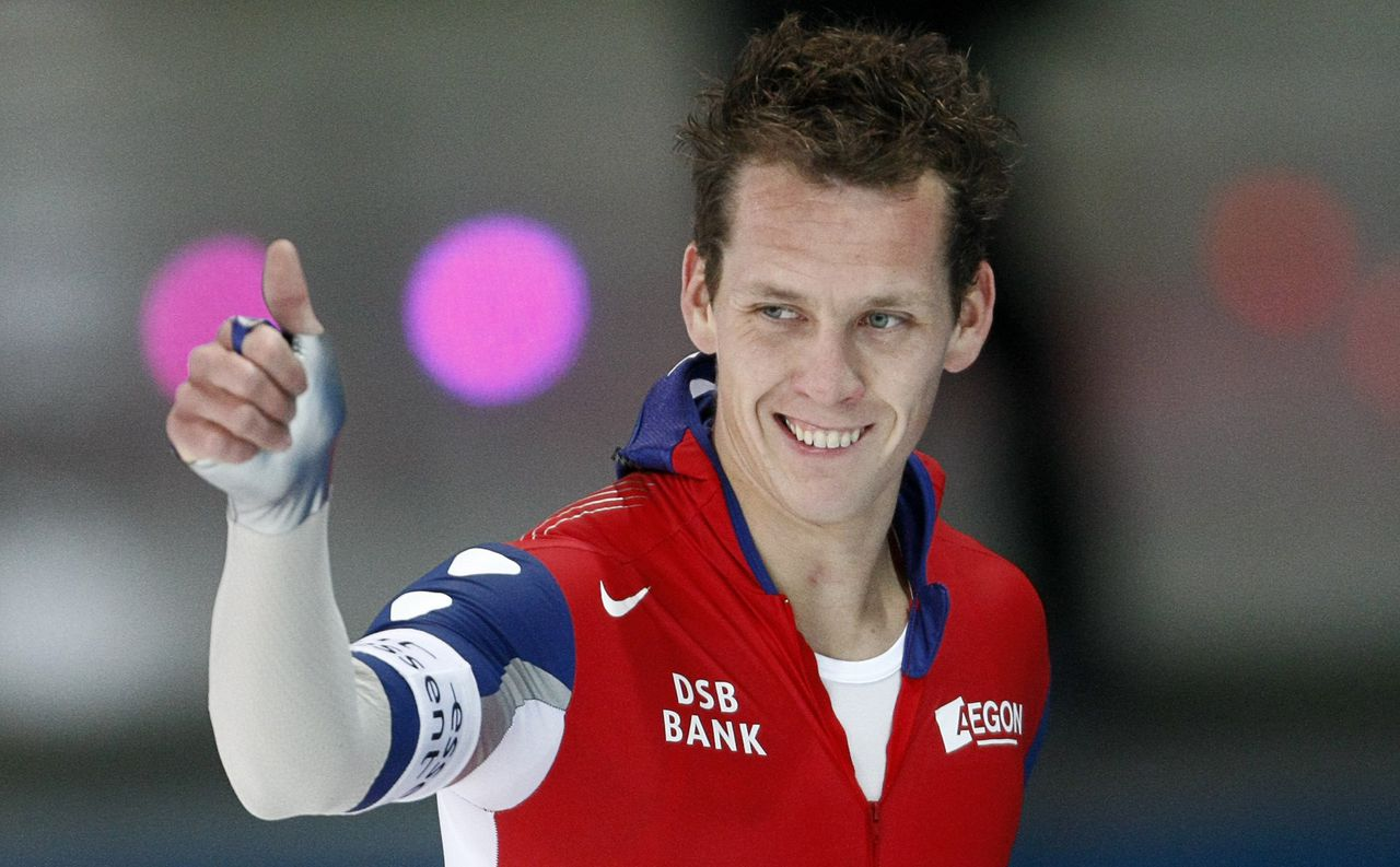Groothuis Foto Reuters Stefan Groothuis of the Netherlands gives thumbs up after he won the men's 1,000 metres race at the Speed Skating World Cup in Berlin November 9, 2008. REUTERS/Fabrizio Bensch (GERMANY)
