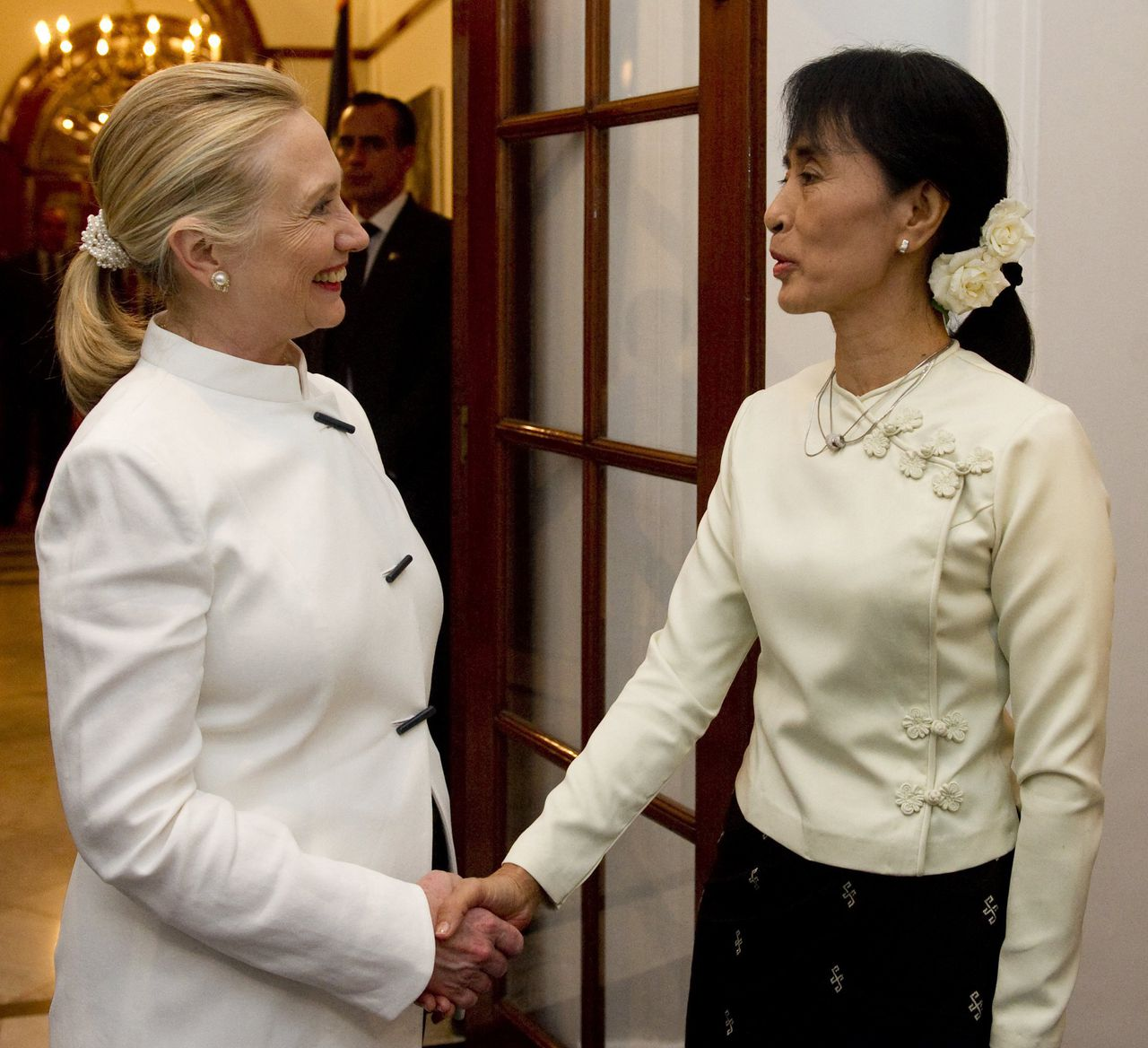 U.S. Secretary of State Hillary Clinton and pro-democracy leader Aung San Suu Kyi shake hands before dinner at the U.S. Chief of Mission Residence in Yangon, December 1, 2011. Clinton and Suu Kyi, a Nobel peace laureate, met at a U.S. diplomatic residence and posed for pictures before retiring to have a private dinner on a veranda overlooking a lake, dining on curry and Burmese delicacies. REUTERS/Saul Loeb/Pool (MYANMAR - Tags: POLITICS TPX IMAGES OF THE DAY)