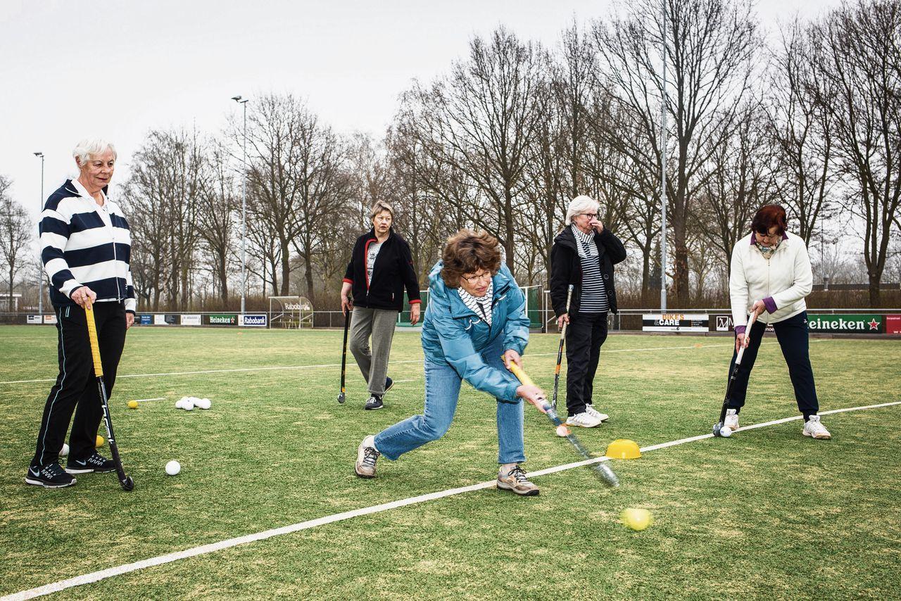 Walking hockey bij hockeyclub Kromme Rijn in Utrecht.