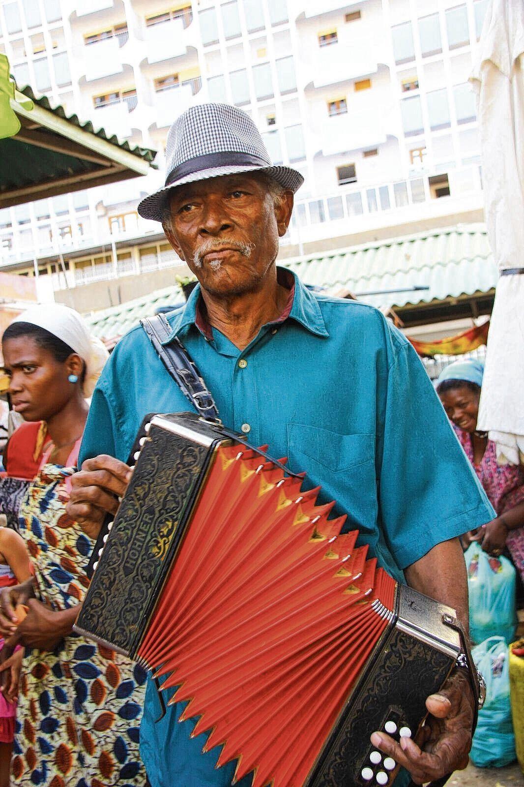 De Kaapverdische accordeonist Bitori