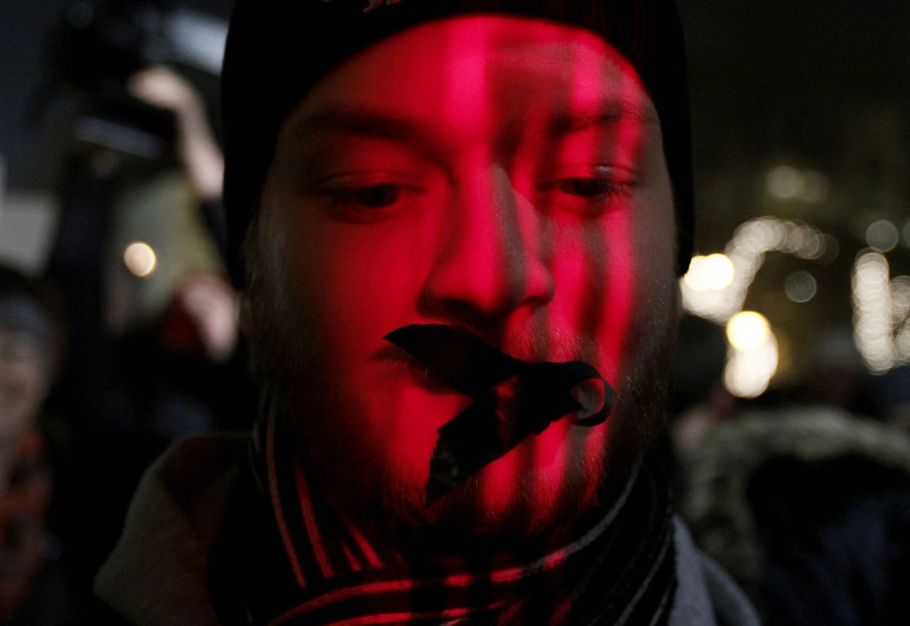 A protester wears tape over his mouth during a demonstration against a new media law in downtown Budapest December 20, 2010. The rally was organised by students as they criticise a new law that is due to be voted on the same day which they say tightens government control over the country's media. REUTERS/Bernadett Szabo (HUNGARY - Tags: POLITICS CIVIL UNREST)