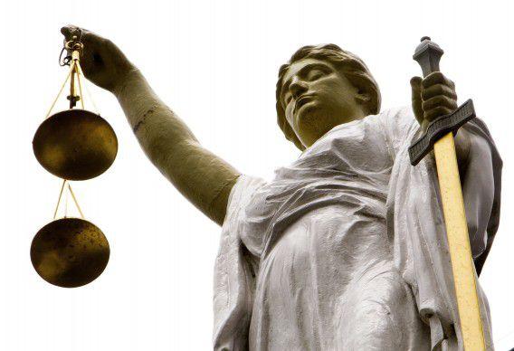 Vrouwe Justitia op het gerechtsgebouw aan de Noordsingel in Rotterdam.