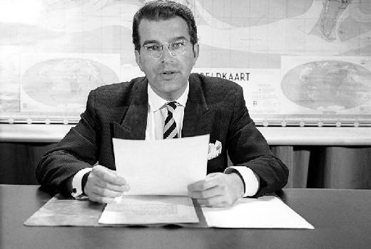 Coen van Hoewijk (1922-2007) nieuwslezer NTS journaal Foto Beeld en Geluid
