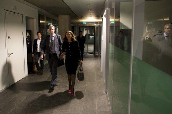 Elbert Dijkgraaf van de SGP en Carola Schouten van de ChristenUnie op het ministerie van Financiën na overleg met de coalitiepartijen en minister Dijsselbloem over de begroting.