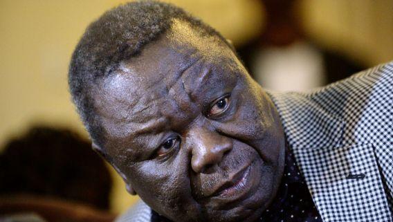 Morgan Tsvangirai op een persconferentie op 3 augustus 2013, in de Zimbabweaanse hoofdstad Harare.