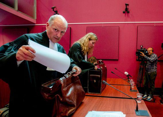 De advocaten van RTL voorafgaand aan het kort geding over Project P.