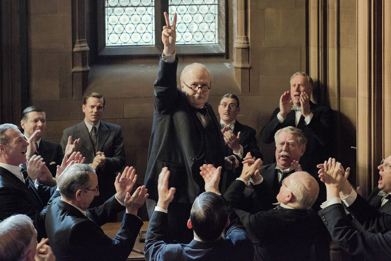 Gary Oldman in een rol die een Oscar waard is: Winston Churchill in Darkest Hour.