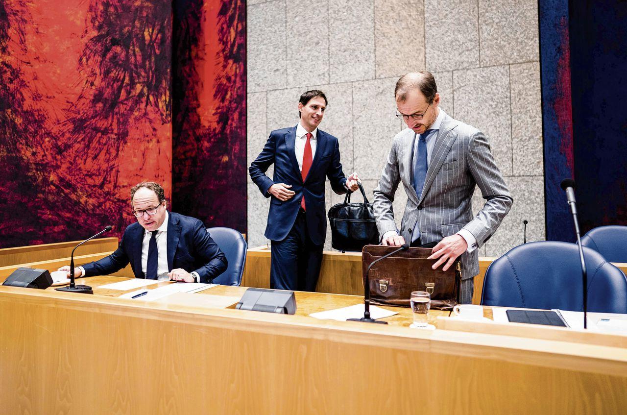 Vanaf links: de ministers Koolmees, Hoekstra en Wiebes tijdens het debat in de Tweede Kamer over het derde steunpakket.