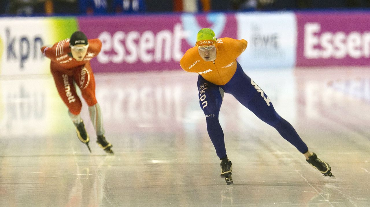 Sven Kramer (R) of the Netherlands and Harvard Bokko of Norway skate during the men's 5000m at the European Championships in Heerenveen, January 11, 2013. REUTERS/Toussaint Kluiters/United Photos (NETHERLANDS - Tags: SPORT SPEED SKATING)