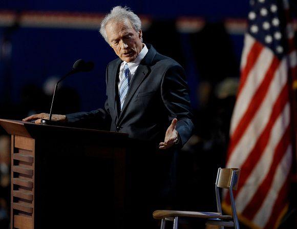 Acteur Clint Eastwood praatte op de Republikeinse conventie in Tampa tegen een lege stoel.