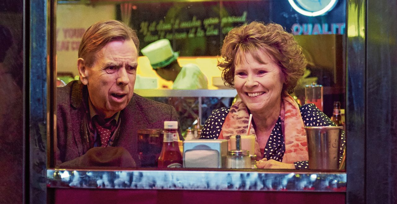 Timothy Spall en Imelda Staunton in 'Finding Your Feet'.