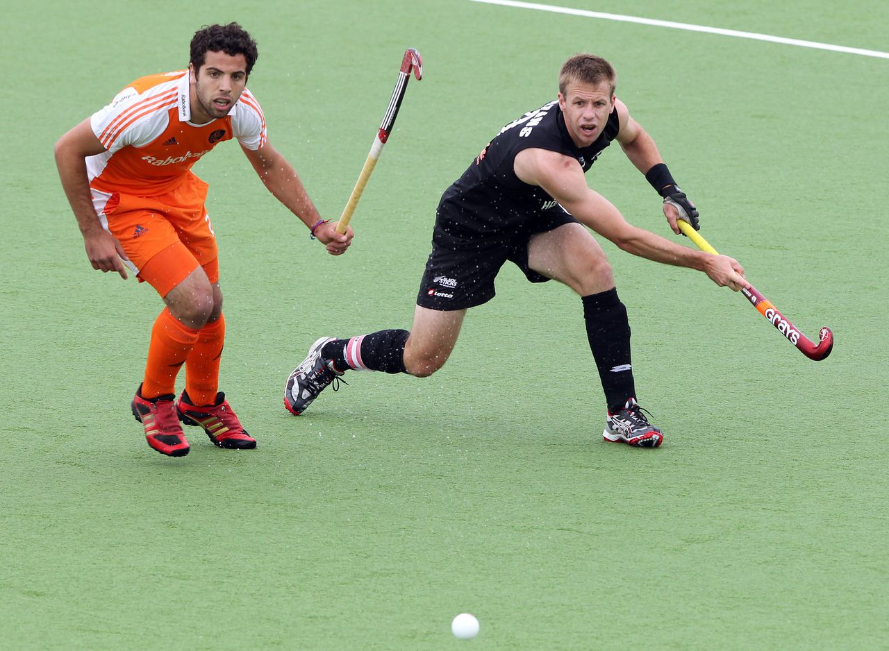 Valentin Verga (L) of the Netherlands and Dean Couzins of New Zealand vie during their playoff for 3rd and 4th on the finals day of the men's hockey Champions Trophy in Auckland on December 11, 2011. The Netherlands beat New Zealand 5-3. AFP PHOTO / Michael BRADLEY