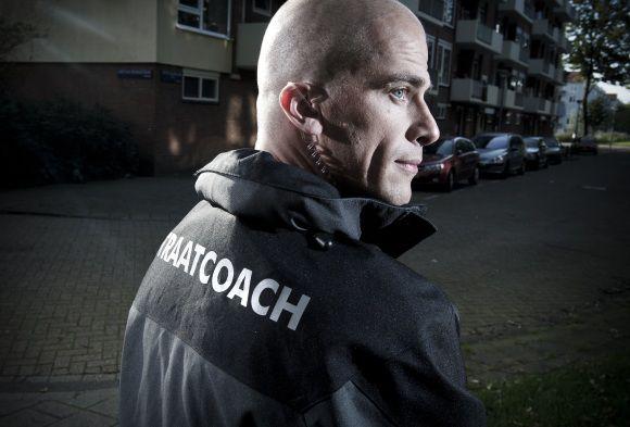 Nederland, Amsterdam, 15-09-2011 Tweede kamerlid bvoor de PvdA Diederik Samsom in zijn straatcoach uniform in Amsterdam Slotervaart waar hij werkt als straatcoach. foto: Bram Budel
