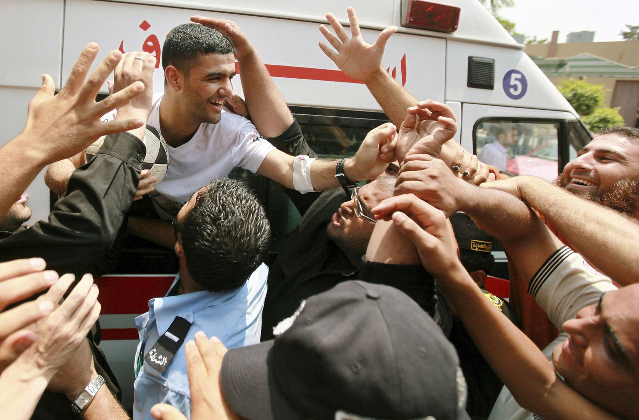 Palestinian soccer player Mahmoud Al-Sarsak (L) is greeted upon his arrival in Gaza City July 10, 2012. Israel released the Gaza soccer player on Tuesday in a deal to end his intermittent four-month hunger strike after he spent three years behind bars without being put on trial, officials said. REUTERS/Mohammed Salem (GAZA - Tags: POLITICS SPORT SOCCER HEALTH)