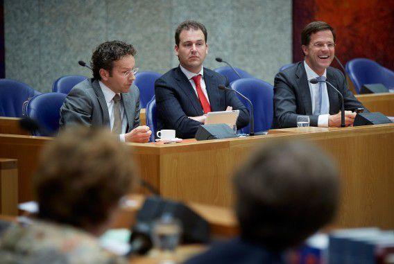 Dijsselbloem, Asscher en Rutte tijdens het debat over de aanbevelingen van de Europese commissie voor Nederland om miljarden extra te bezuinigen, eind juni.