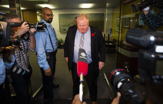Rob Ford reageert op het stadhuis in Toronto op de nieuw opgedoken video waarin hij stomdronken te zien is.