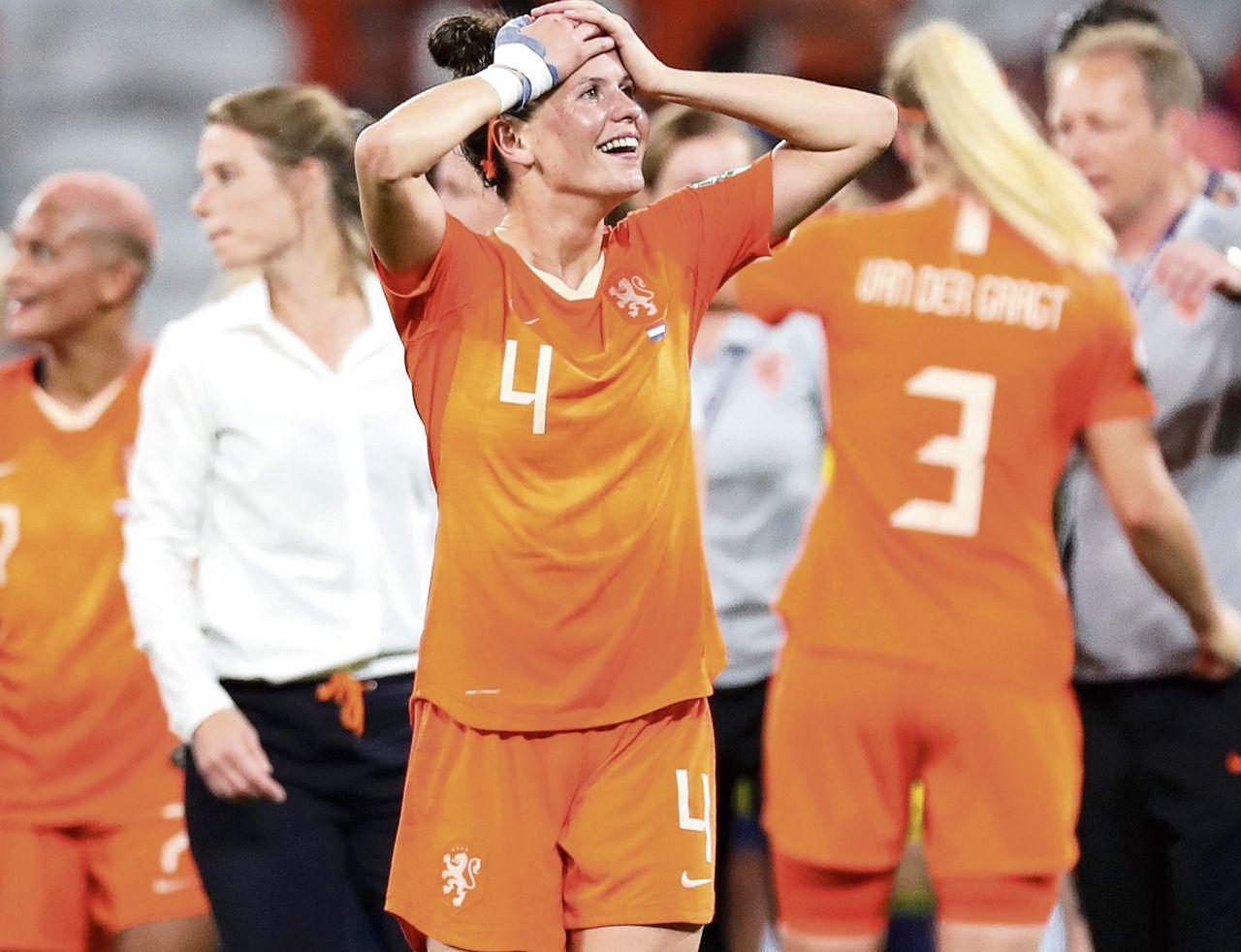 Merel van Dongen viert de finaleplaats van Nederland na de 1-0 zege op Zweden.