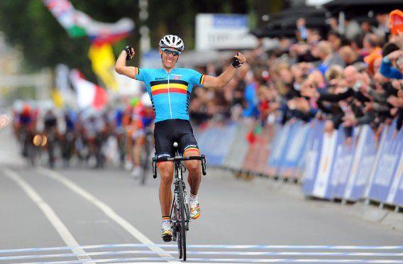 Philippe Gilbert of Belgiun celebrates his victory as he crosses the finish line of the Men Elite Road World Championships on September 23, 2012, in Valkenburg. AFP PHOTO / FRANCK FIFE