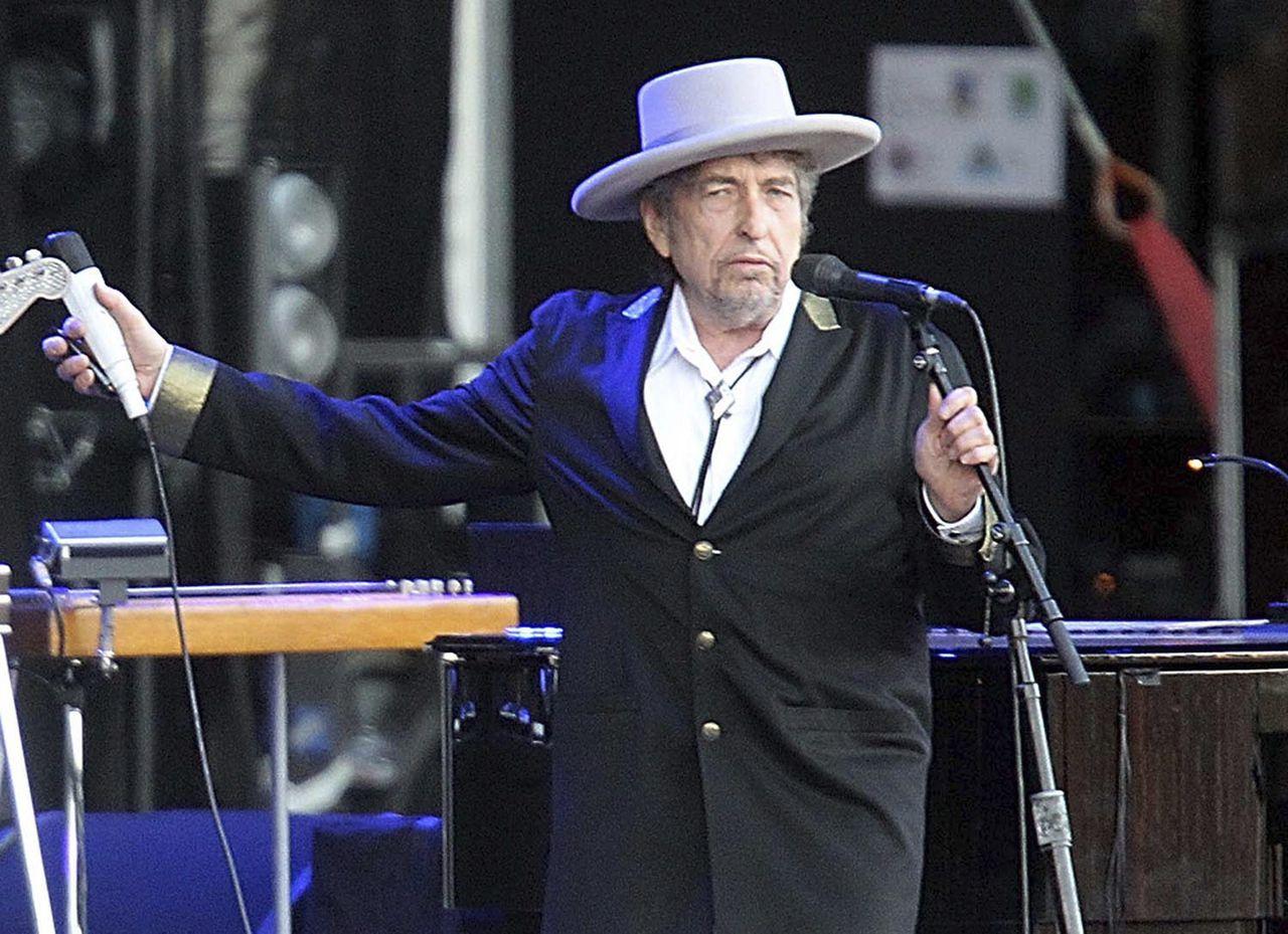 Bob Dylan liet na zijn Nobelprijswinst lange tijd niets van zich horen.