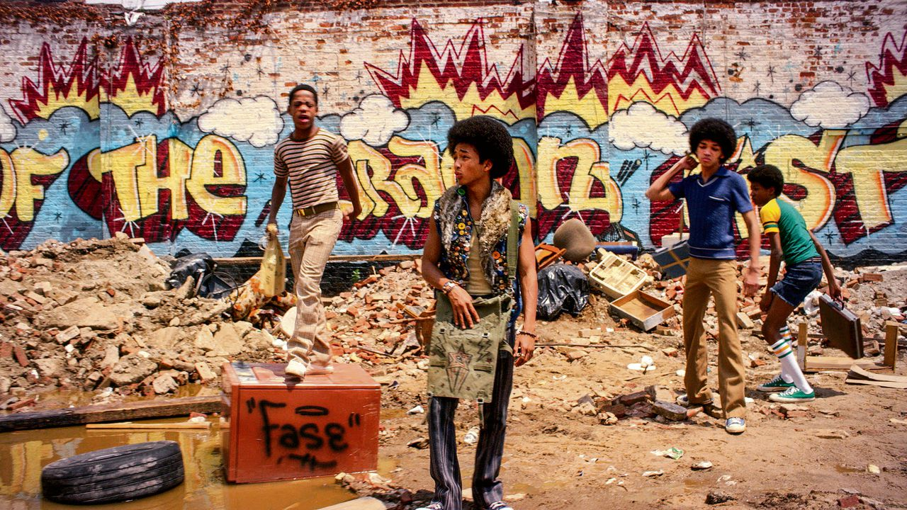 The Bronx in 1977. In het midden graffiti-artiest Marcus 'Dizzee' Kipling (Jaden Smith)