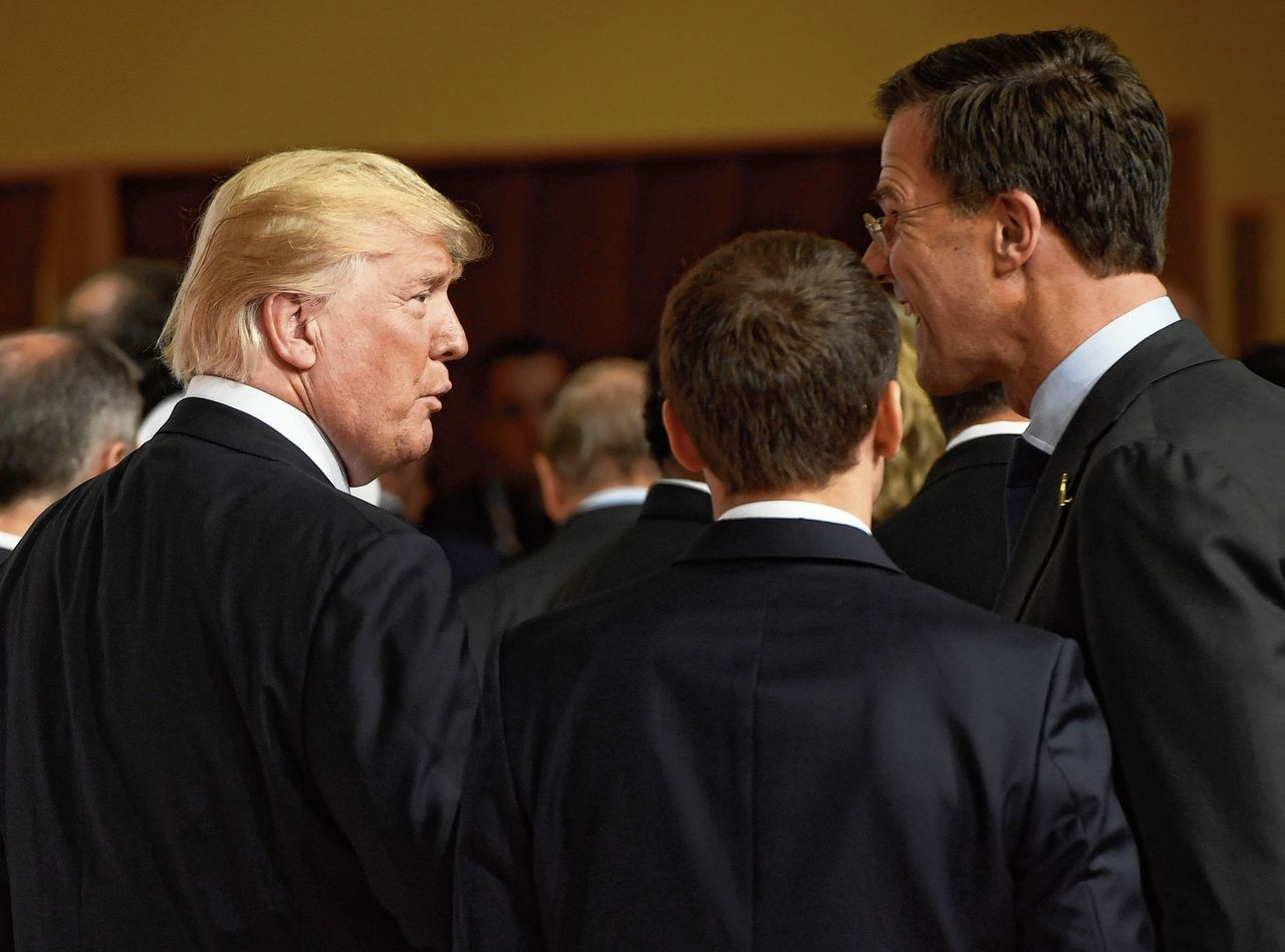 Premier Rutte (rechts) en president Trump op een top in Hamburg in 2017.