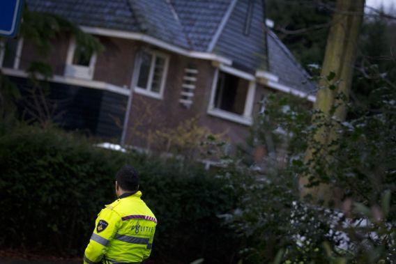 De politie doet onderzoek bij het huis van Els Borst.