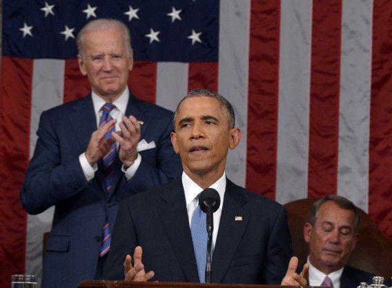 President Barack Obama tijdens zijn State of the Union-toespraak in het Capitool. Links van hem vice-president Joe Biden en rechts spreker van het Huis van Afgevaardigden John Boehner.