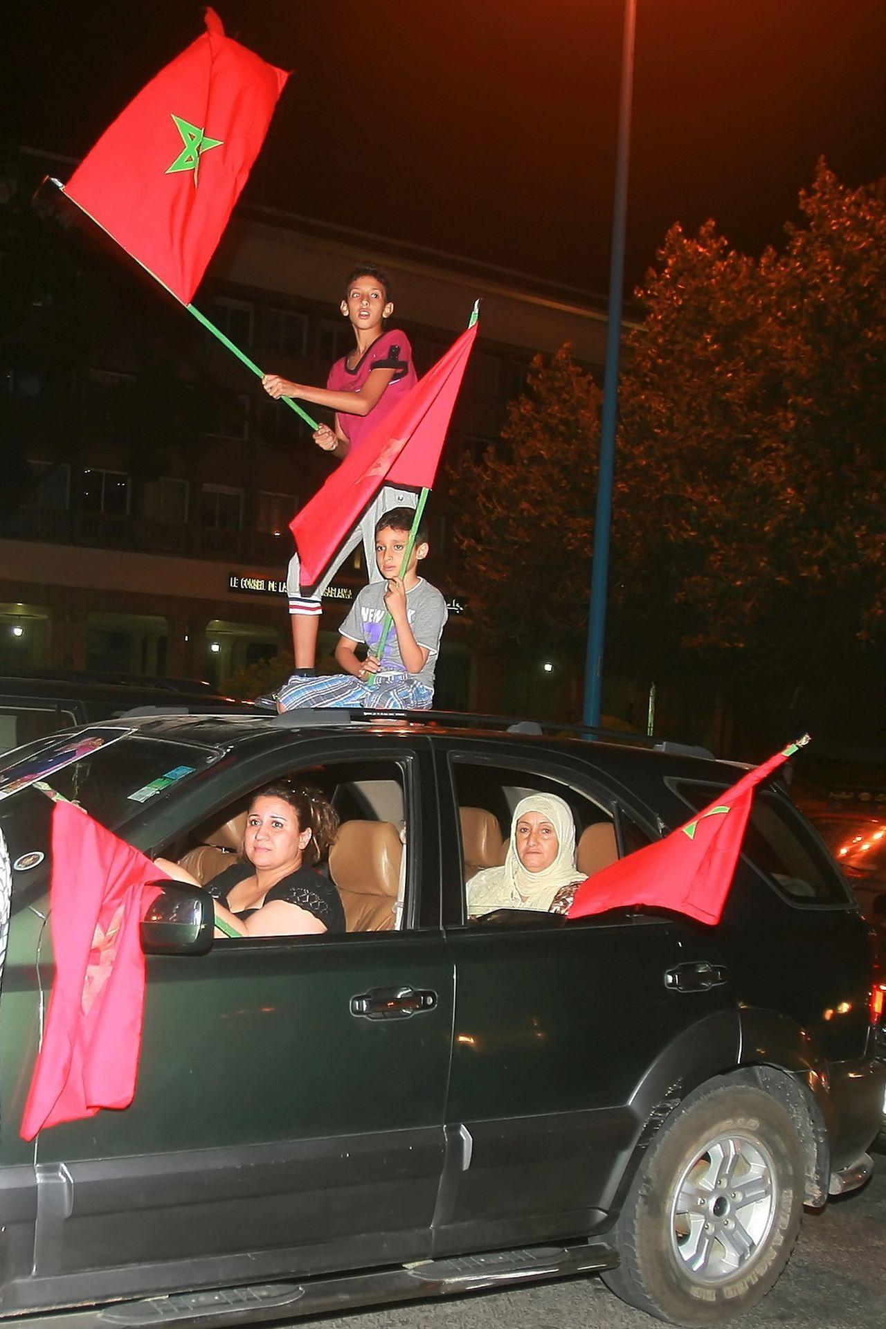 Moroccans celebrate on the streets with flags and pictures of the monarch after King Mohammed VI announced proposals for constitutional amendments in Casablanca June 17, 2011. Picture taken June 17, 2011. REUTERS/Stringer (MOROCCO - Tags: POLITICS CIVIL UNREST)